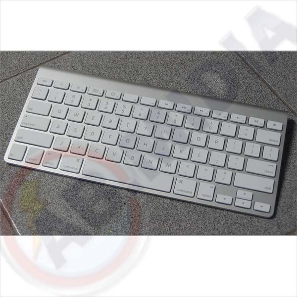 http://abmidia.dominiotemporario.com/fotos%20e%20an%C3%BAncios%202011/teclado%20wireless%20bluetooth%20portatil%20pilha%20slim%20case%20movel%20sem%20fio%20(39649)/2ed.jpg
